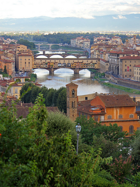 by lucesucarta on Flickr.Ponte Vecchio da Piazzale Michelangelo in Florence, Italy.