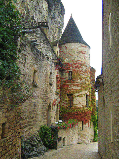 Beautiful medieval village of La Roque-Gageac in Aquitaine, France