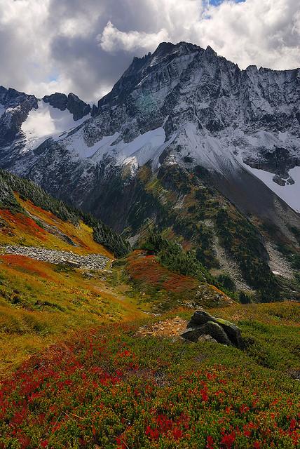 Sahale arm trail above Cascade Pass, North Cascades, USA