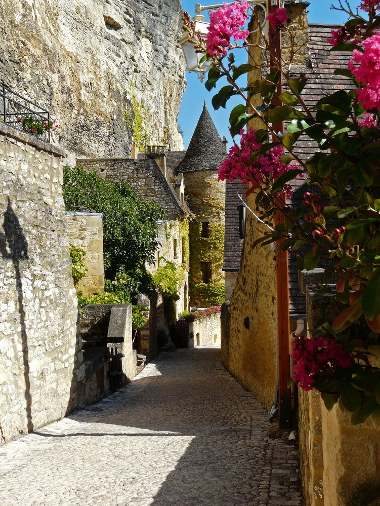 Beautiful villages of Dordogne Valley, La Roque-Gageac, France