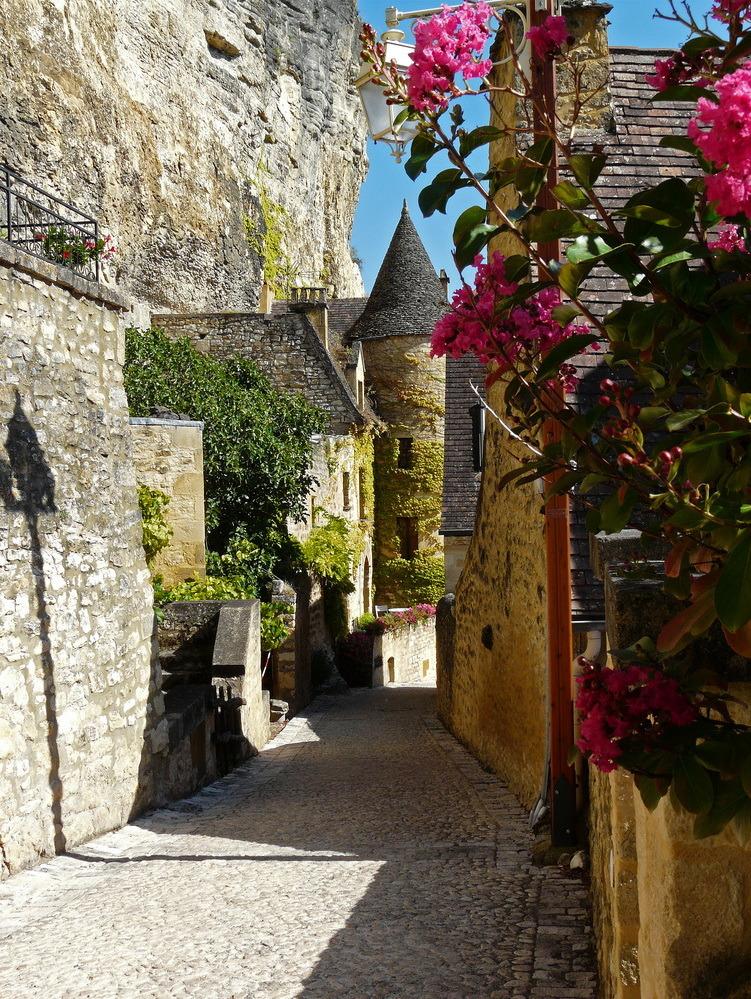 Beautiful villages of Dordogne Valley, La Roque-Gageac, France