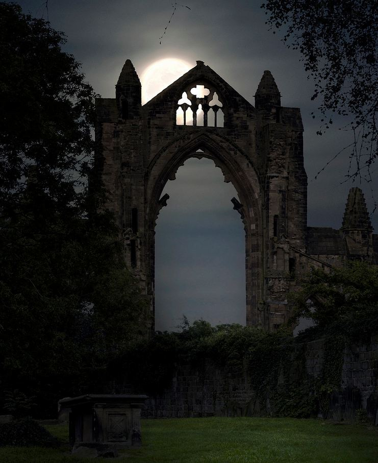 Moonlight at the priory, Guisborough / England