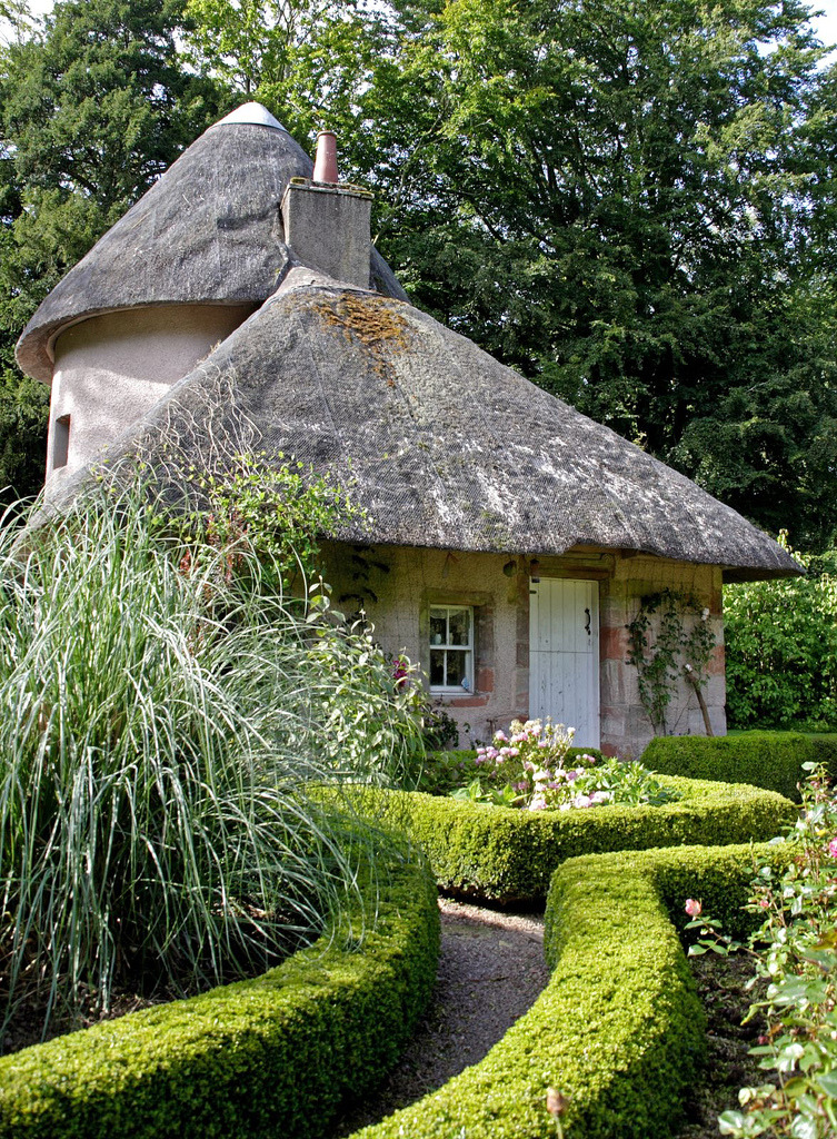 The old cottage at Mellerstain House Gardens / Scotland
