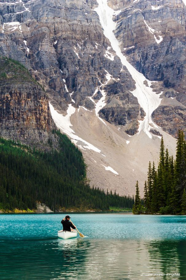 Into the mountains, Lake Moraine / Canada